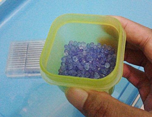 silica gel sebagian di box kecil